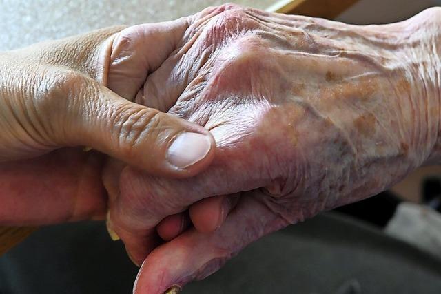 Ehemaliger Pfleger erhebt Vorwürfe gegen Pflegeheim