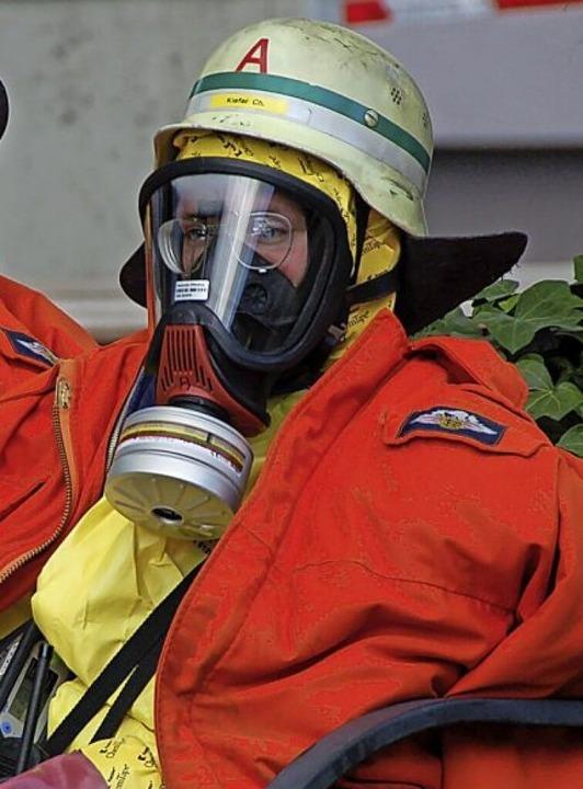 Für den Einsatz mit Atemschutzmaske ko...Zuschlag von 4 Euro pro Stunde drauf.   | Foto: Helmut Seller
