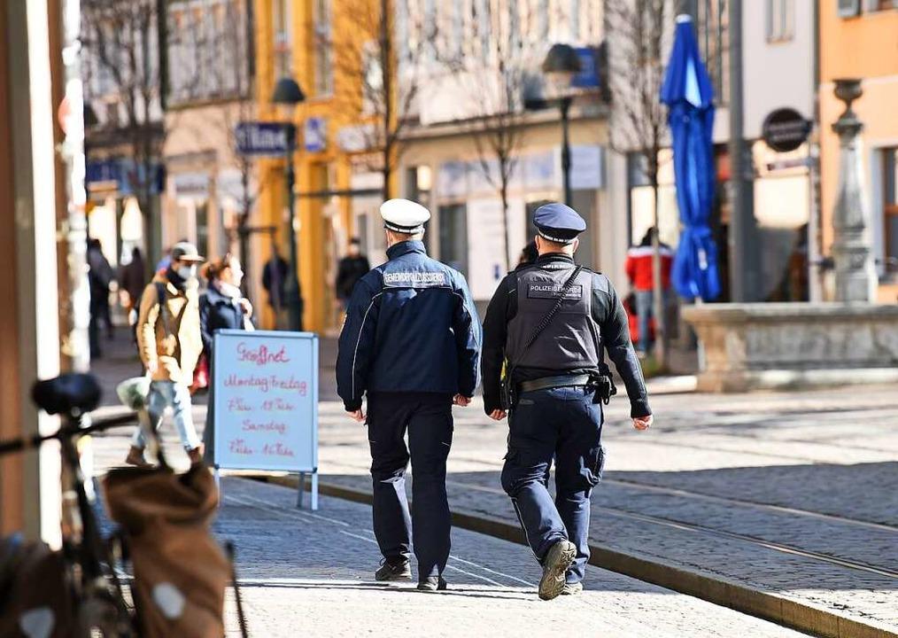 Der Vollzugsdienst auf Streife  | Foto: Rita Eggstein
