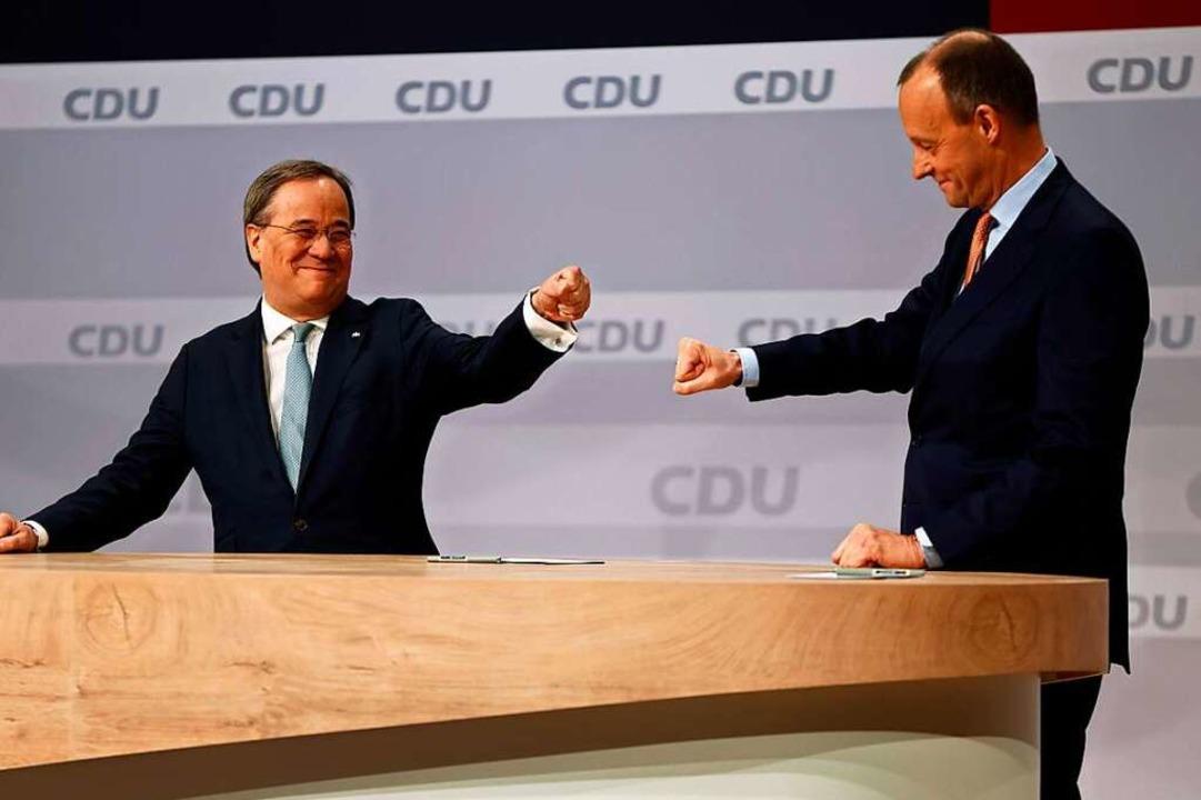 Ziehen Armin Laschet (links) und sein ...ich Merz nun wirklich an einem Strang?  | Foto: ODD ANDERSEN (AFP)