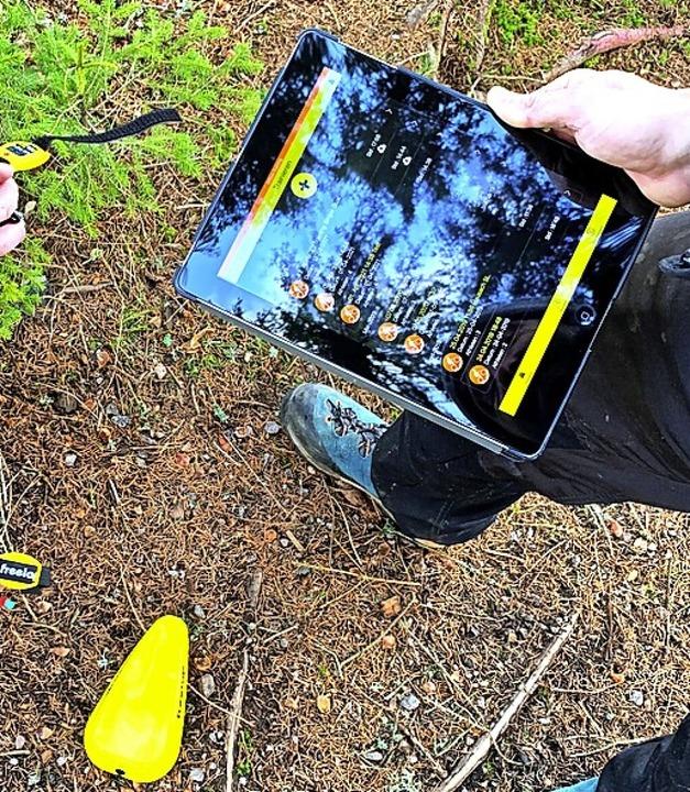 Ein Tablet, dazu gelbe Messhütchen und...he Zeitmess-System beim Tempotraining.    Foto: Simon Stiebjahn
