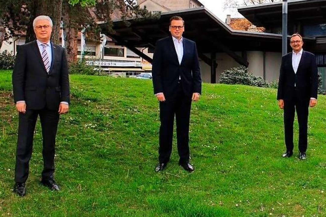 Der Verwaltungsratsvorsitzende der Spa...itzenden Ulrich Feuerstein (von links)  | Foto: Sparkasse Markgräflerlan