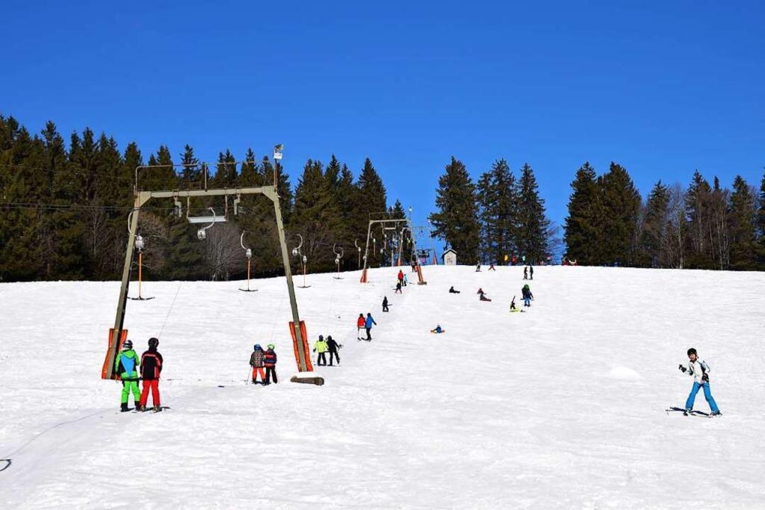 Der Skilift am Kreuzweg ist ein beliebtes Ziel für Wintersportler.  | Foto: Beatrice Ehrlich