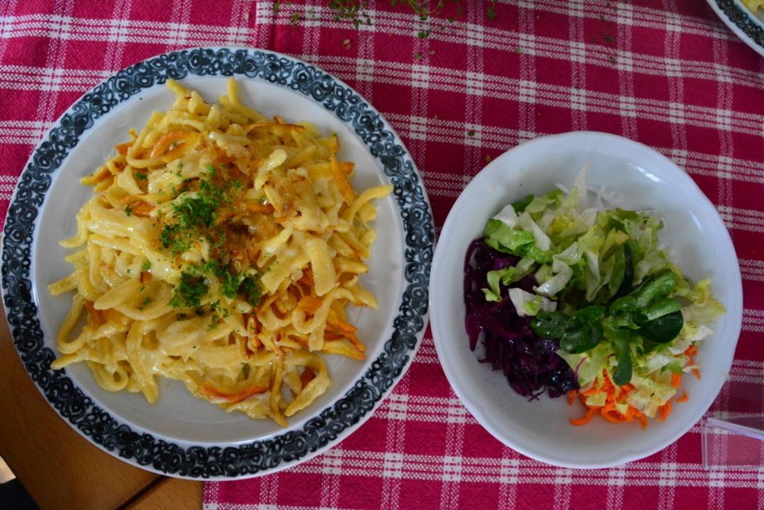 Gibt es bald Käsespätzle auf dem Kreuzweg-Pass?  | Foto: Annette Mahro