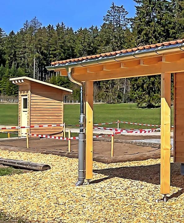 Das Toilettenhäuschen neben dem Waldki...n ist zwischenzeitlich fertiggestellt.  | Foto: Wilfried Dieckmann