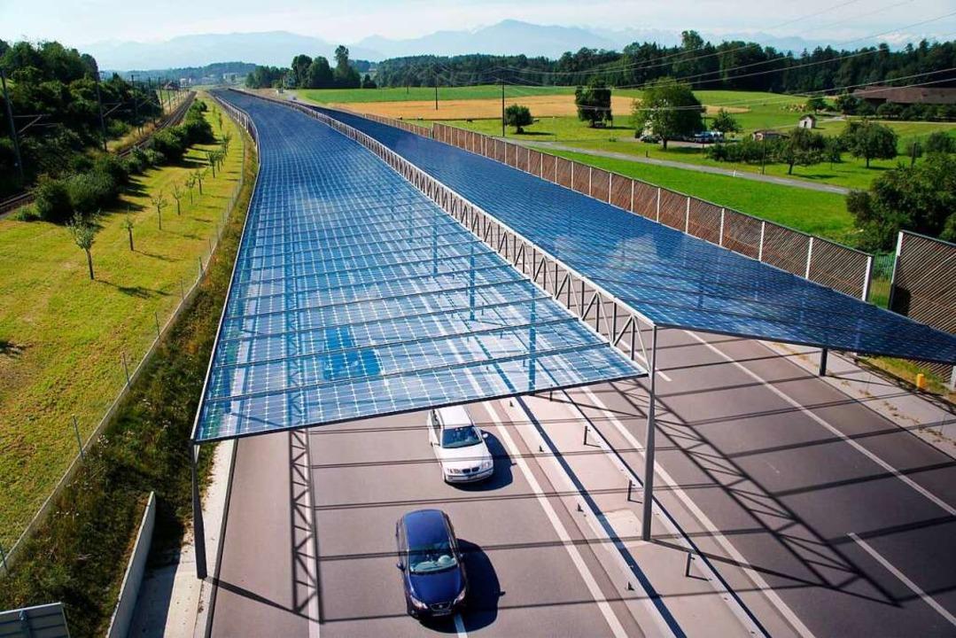 So könnte eine Straßenüberdachung mit ... Schweiz über die dortige Autobahn A4.    Foto: LABOR3 Architektur GmbH, Bonstetten - Schweiz