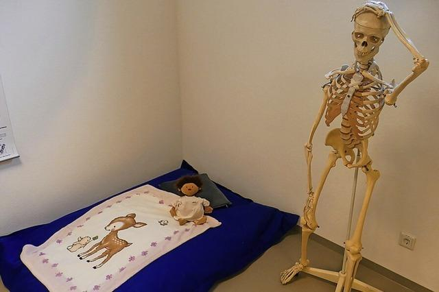 Ein Skelett in der Kuschelecke