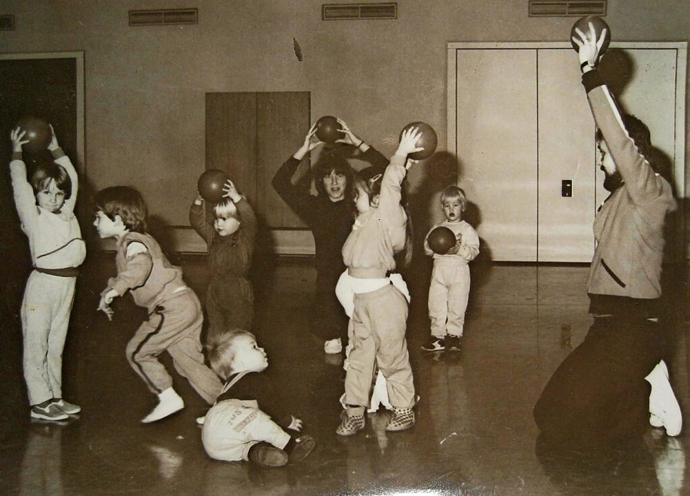 <ppp></ppp> und in den 1980er-Jahren (...ls Übungsleiter beim DJK-Kinderturnen.    Foto: Verein