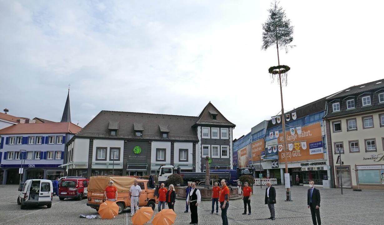 Vertreter der Kreishandwerkerschaft, d...Emmendigner Marktplatz gestellt wurde.  | Foto: Michael Sträter