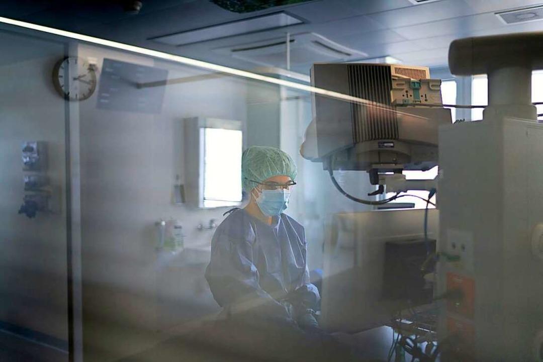 In beiden Basel werden wieder mehr Cov...ten auf der Intensivstation behandelt.  | Foto: Gaetan Bally (dpa)
