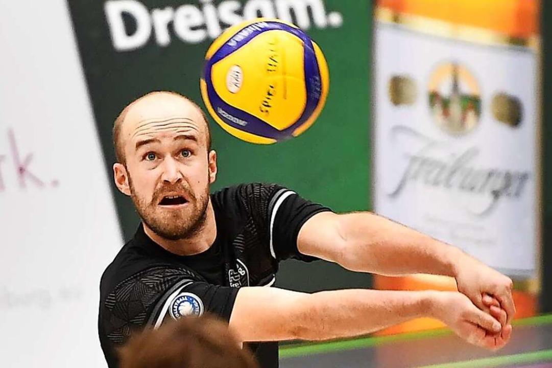 Oliver Morath besticht als Libero durch seine Technik am Ball.  | Foto: Achim Keller