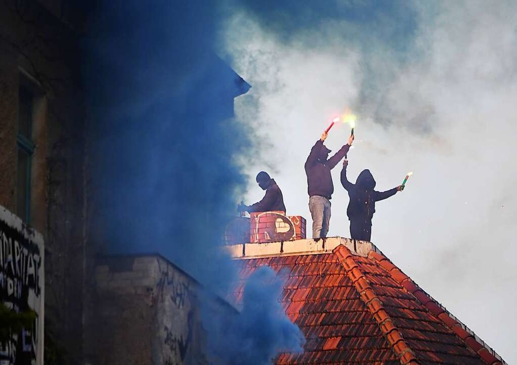 Linksradikale mit Pyrotechnik am 1. Mai 2019 in Berlin-Friedrichshain  | Foto: Ralf Hirschberger