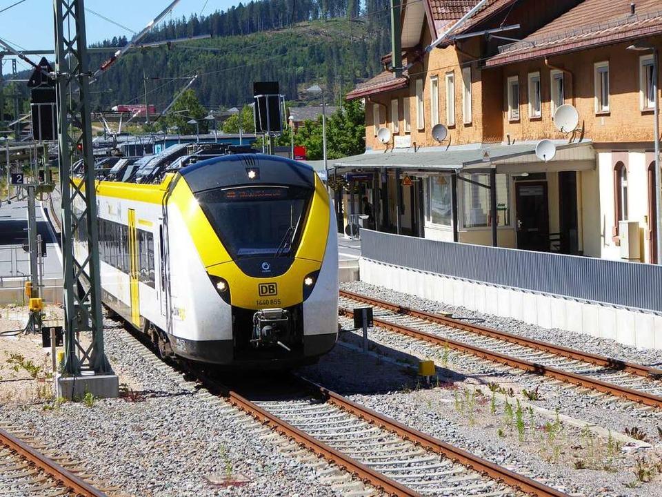Die Strecke der Höllentalbahn ist wied...g aufgrund eines Defekts liegen blieb.  | Foto: Peter Stellmach