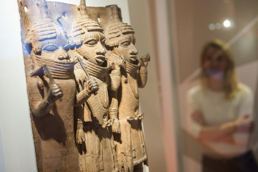 Raubkunst-Bronzen aus dem Land Benin i...eum für Kunst und Gewerbe ausgestellt.    Foto: Daniel Bockwoldt (dpa)