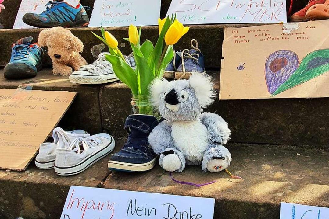 Der Kinderschuh-Protest vor dem Ettenheimer Rathaus    Foto: BZ