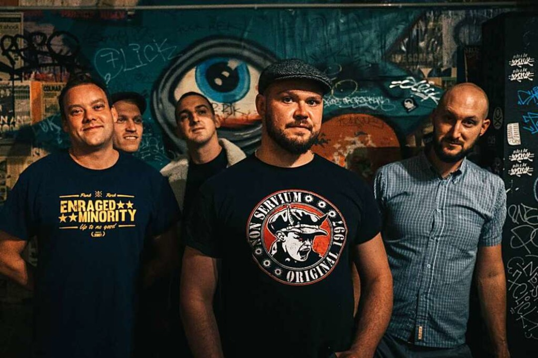 Jörg, Jakob, Daniel, Niklas, Adrian (v...ks nach rechts) sind Enraged Minority.  | Foto: Daniel Philipp
