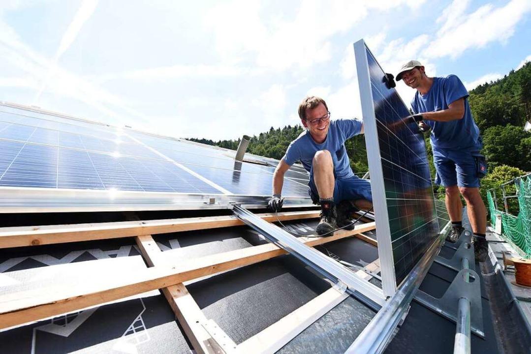 Bevor die Solaranlage aufgebaut werden...turEnergie gibt einen guten Überblick.  | Foto: Juri Junkov