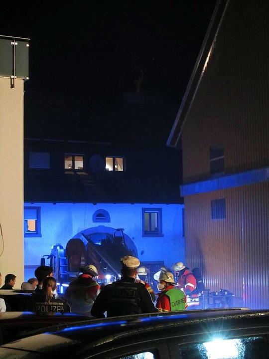 Am frühen Freitag war an einem Haus in Egringen der Kamin in Brand geraten.    Foto: Ulrich Senf