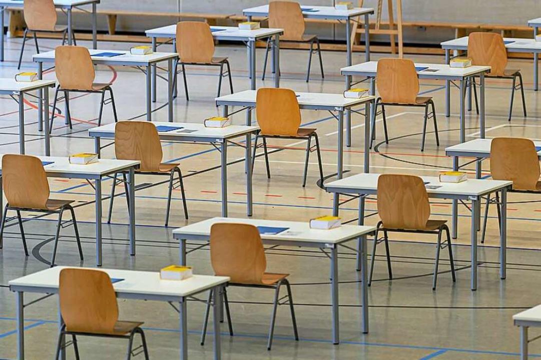 Prüfungen mit Abstand  | Foto: Robert Michael (dpa)