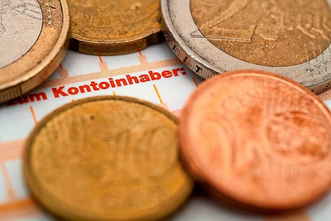 In der Niedrigzinsphase haben viele Banken ihre Kontogebühren erhöht.  | Foto: Andrea Warnecke
