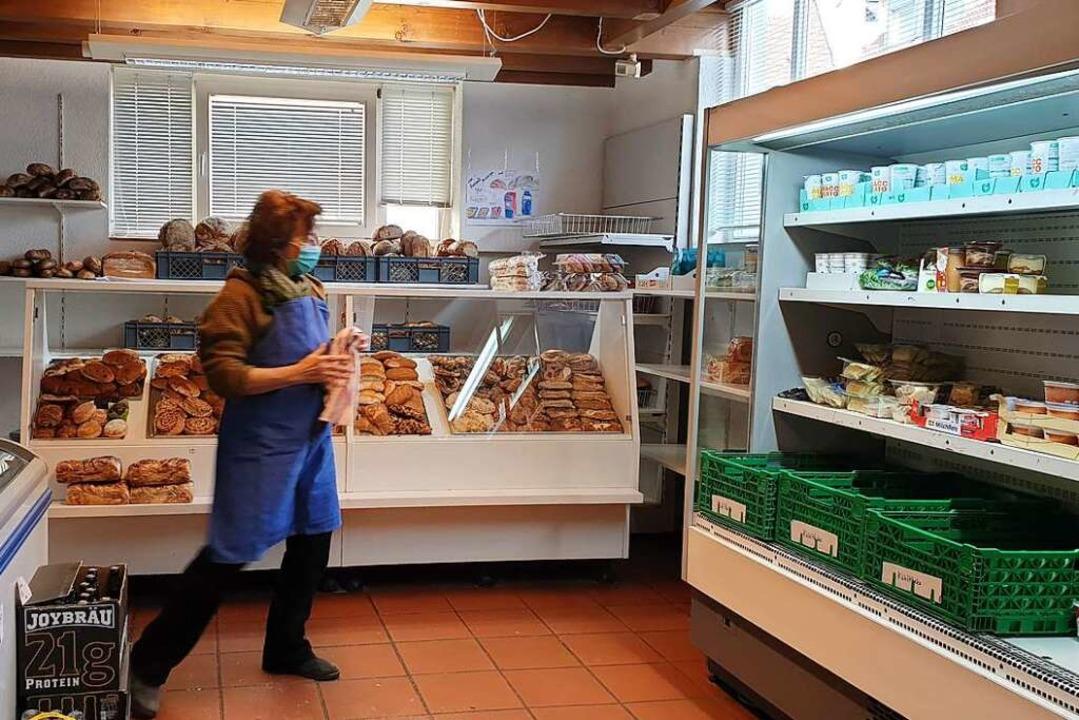 Der Laden hat kein Vollsortiment, aber immerhin eine Kühl- und Brottheke.    Foto: Theresa Steudel