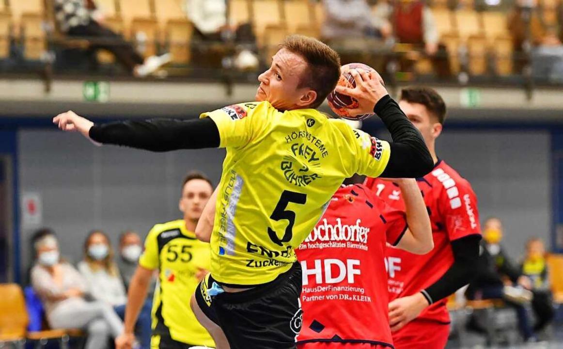 Sebastian Endres (gelbes Trikot) und s...en-württembergischen Oberliga spielen.  | Foto: Achim Keller