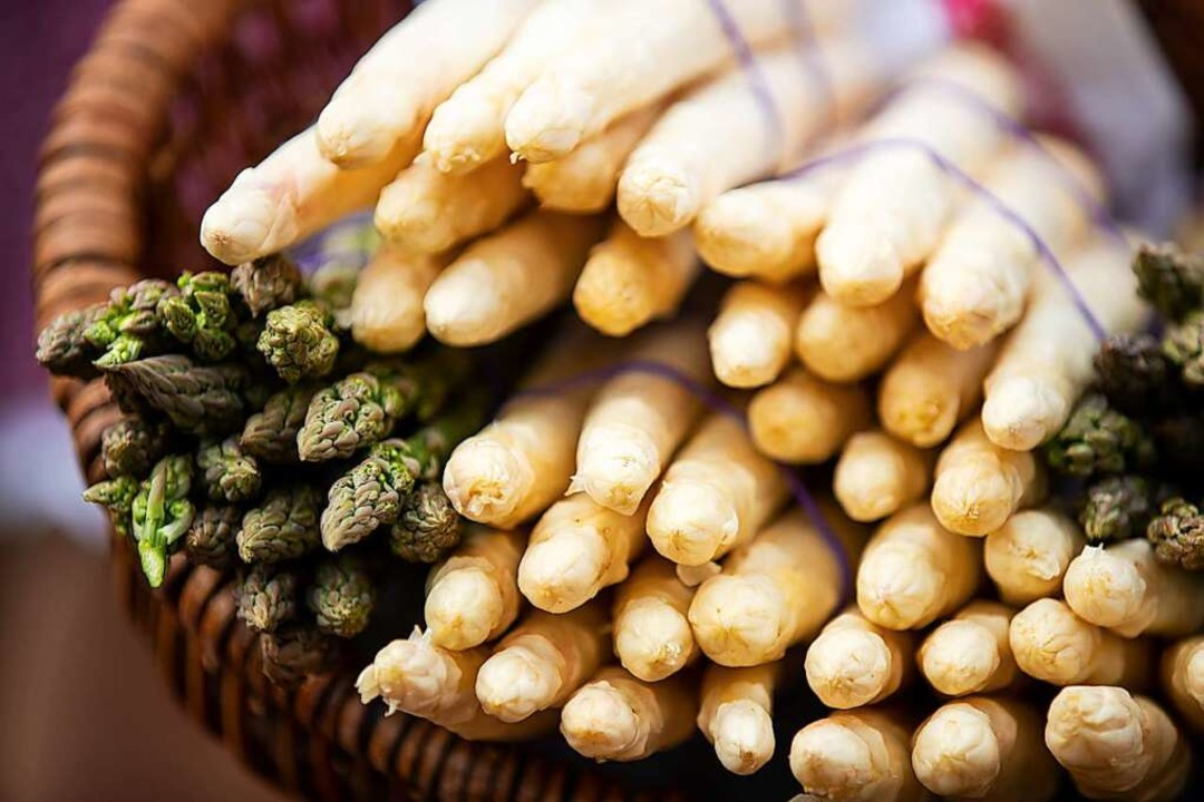 Grüner und weißer Spargel – Frit...rzählt, wie er beide gern zubereitet.   | Foto: Daniel Karmann