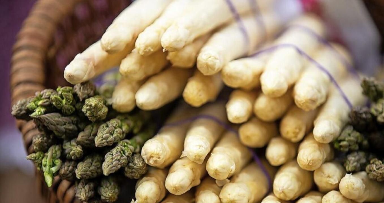 Grüner und weißer Spargel – Frit...erzählt, wie er beide gern zubereitet.  | Foto: Daniel Karmann