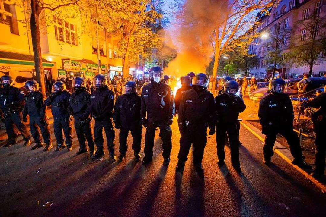 Die Polizei war mit 5600 Beamten im Einsatz.  | Foto: Christoph Soeder (dpa)