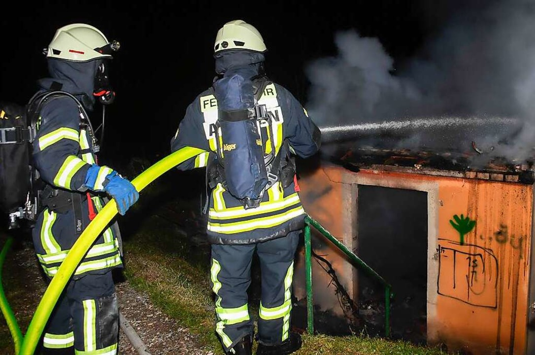Beim Eintreffen der Einsatzkräfte war ...d in das Innere der Rebhütte gestürzt.  | Foto: Volker Münch