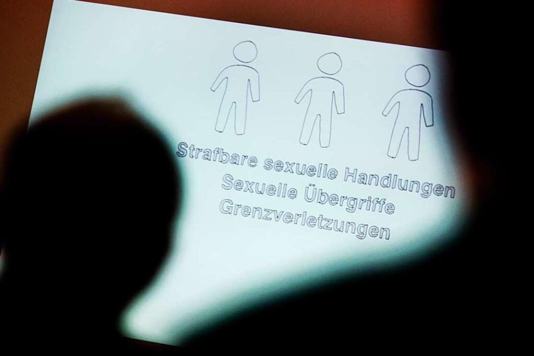 Weil er mehrere Kinder missbraucht hat...tete, vier Jahre in Haft (Symbolfoto).  | Foto: Julian Stratenschulte (dpa)