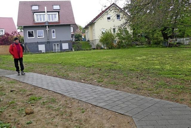 Ein Boule-Platz hinter der Kirche?