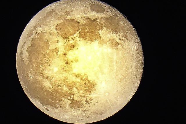 Der Pink Moon über Staufen