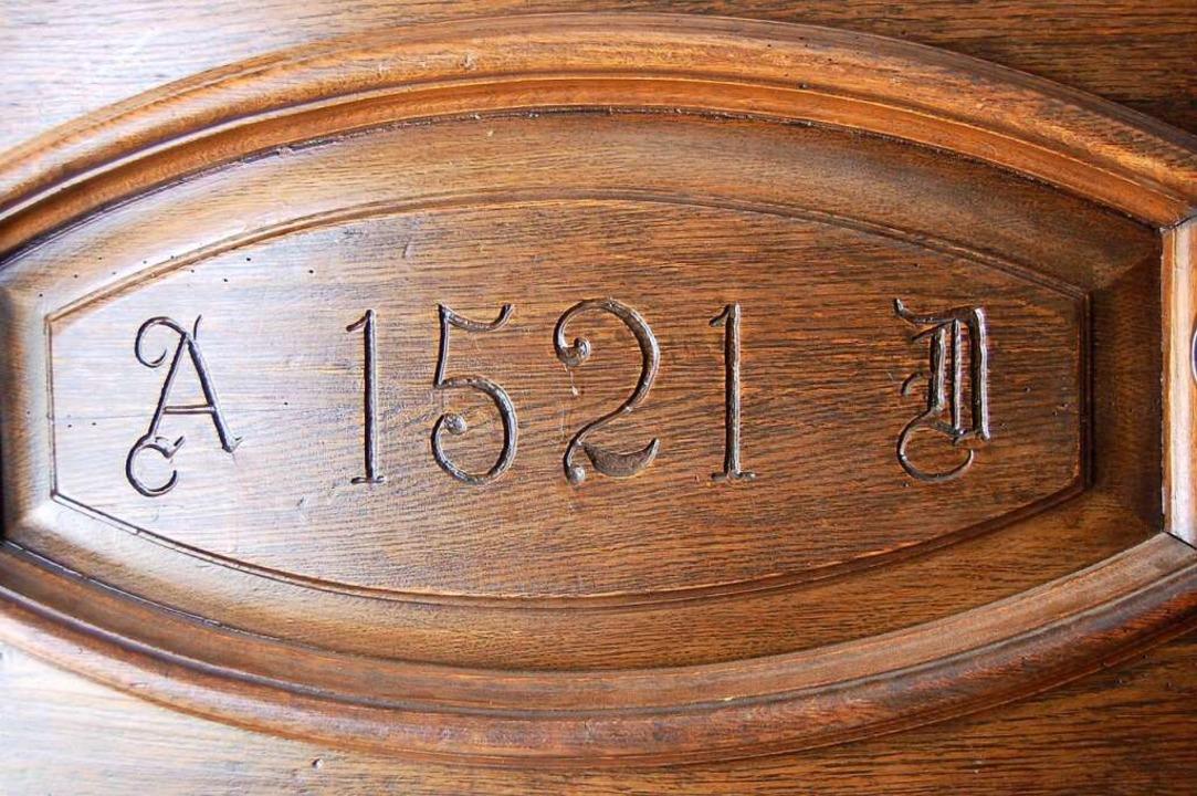 Die Inschrift an der Tür verweist auf das Jahr 1521.  | Foto: Hagen Späth