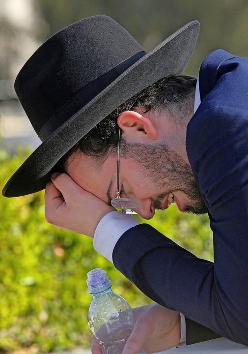 Fassungslosigkeit und tiefe Trauer    Foto: GIL COHEN-MAGEN (AFP)