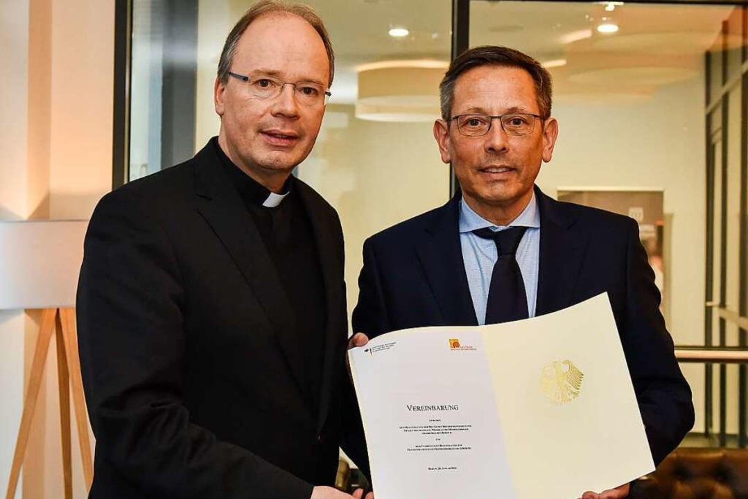 Die Missbrauchsbeauftragten Bischof St...ung, 2016 mit einer neuen Vereinbarung  | Foto: Harald Oppitz (KNA)