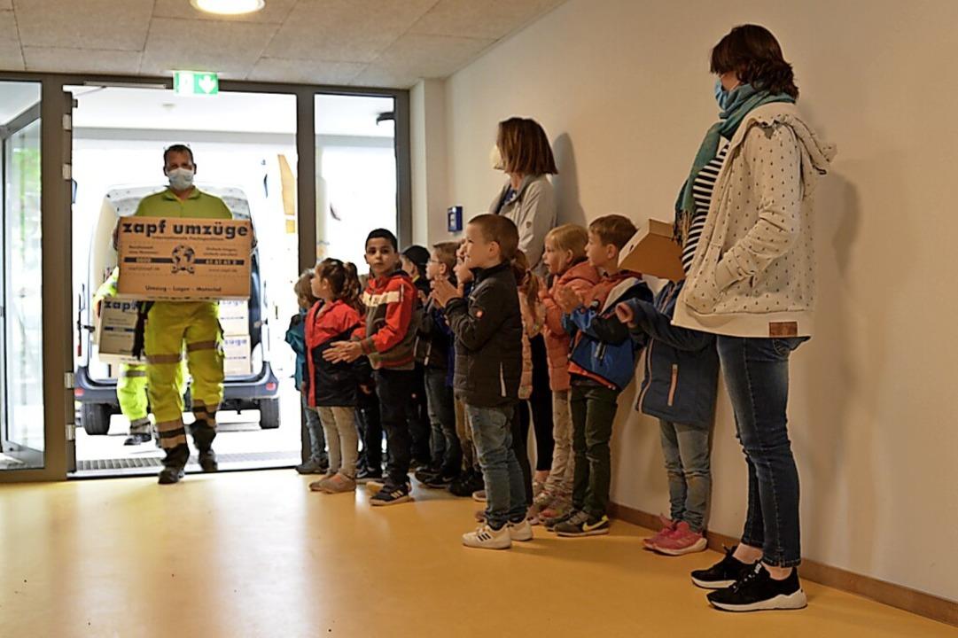 Die Mitarbeiter des Bauhofs brachten d...e – die Kinder waren begeistert.  | Foto: Sophia Hesser