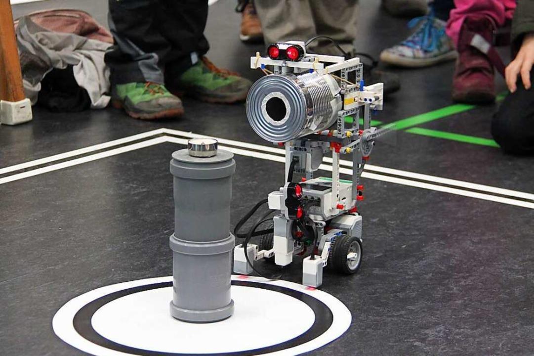 Roboter zu programmieren ist kinderlei...11; zumindest für die Phaenovum-Kinder    Foto: Aaron Hohenfeld