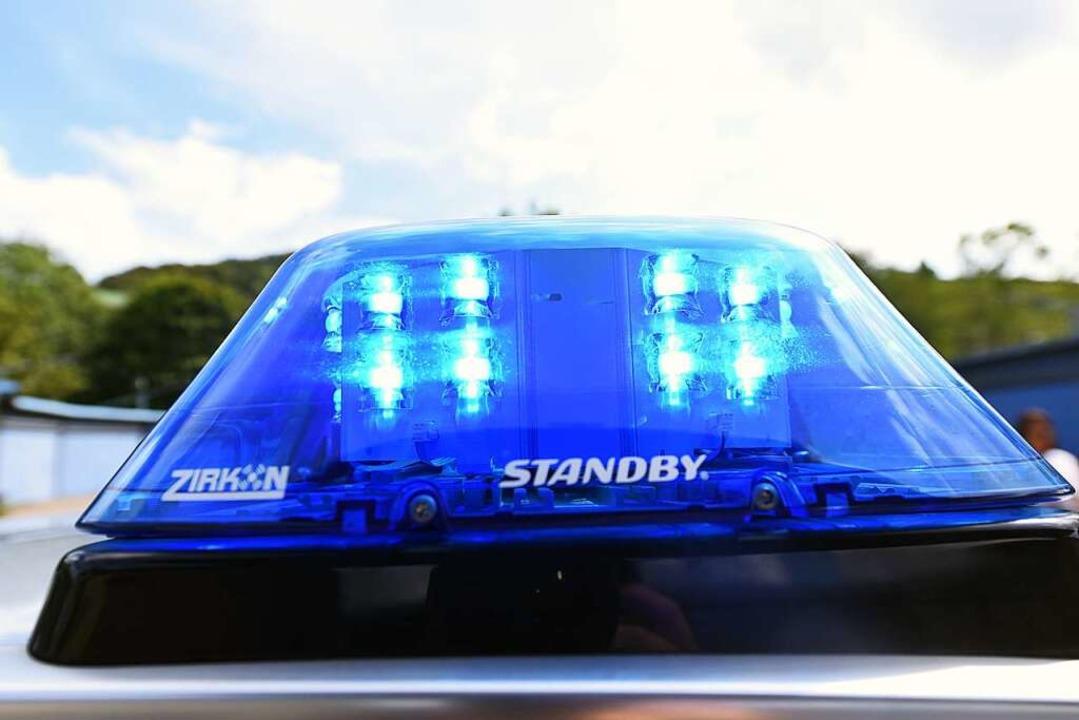 Die Polizei schätzt den Schaden am Postauto auf rund 5000 Euro.  | Foto: Jonas Hirt