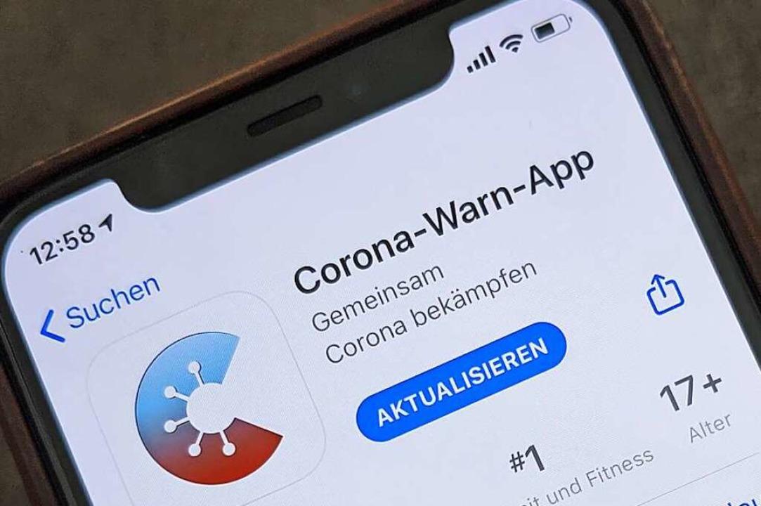 Die offizielle Corona-Warn-App des Bun... Ergebnisse von Schnelltests anzeigen.  | Foto: Christoph Dernbach (dpa)