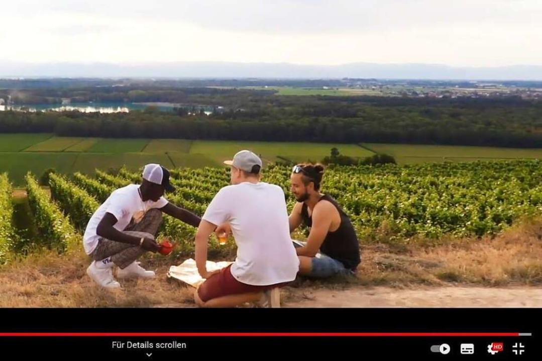 Das Musikvideo endet mit einer Runde T...lick in Richtung Vogesen. (Screenshot)    Foto: BZ