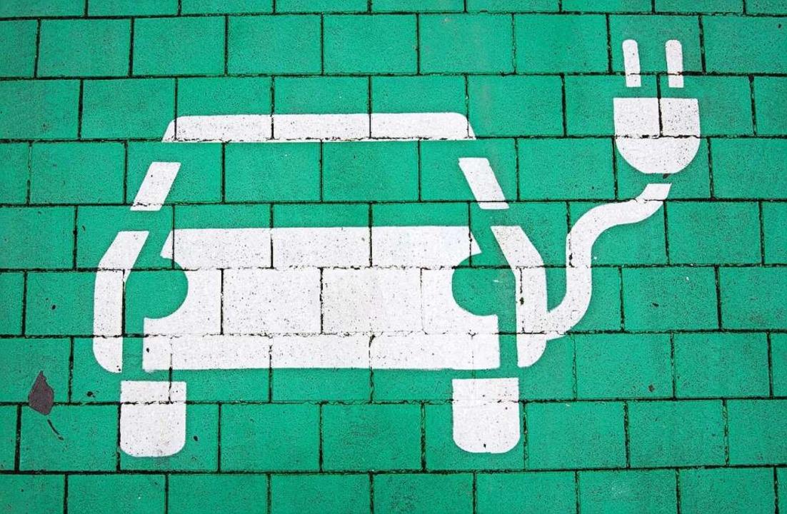 Nicht nur Ladestationen für Autos, son...t – und sogar für einige Fahrer.  | Foto: Julian Stratenschulte (dpa)