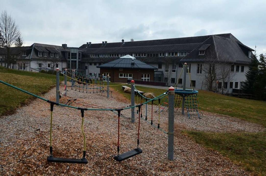 Die  Klinik Schuppenhörnle hat ein weitläufiges Spielgelände  für die Kinder.  | Foto: Christiane Sahli