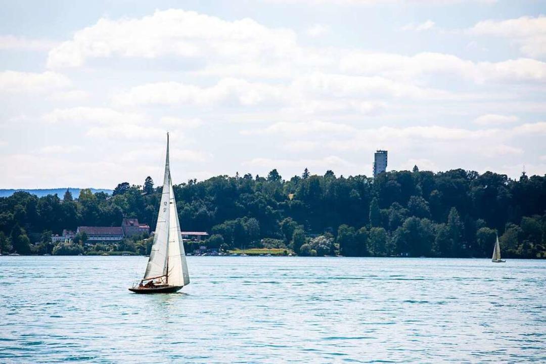 Bodensee-Idylle mit Segelboot. Ein Fer...r Geimpfte wieder öffnen. (Symbolbild)  | Foto: Philipp von Ditfurth (dpa)