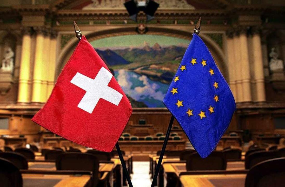 Das Rahmenabkommen zwischen der EU und...chweiz bleibt in Letzterer umstritten.  | Foto: Michael Stahl (dpa)