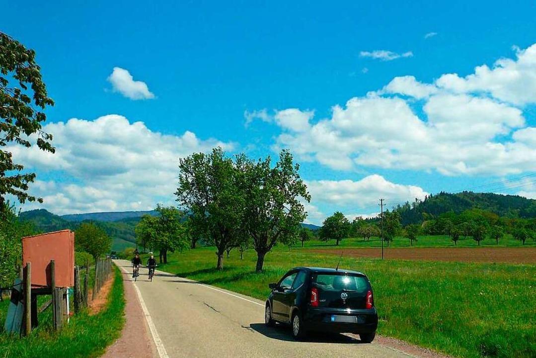 Wenig Platz für Überholmanöver gibt es...rholen von Radfahrern kaum einhalten.     Foto: Nina Herrmann