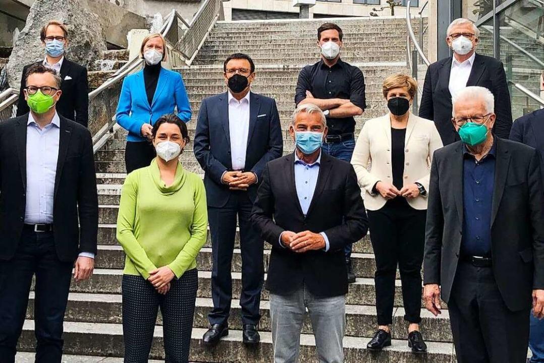 Diese Vertreter von Grünen und CDU ver...er von rechts, ohne Sakko) eingereiht.  | Foto: Henning Otte (dpa)
