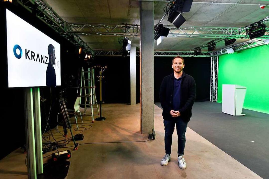 Geschäftsführer Martin Kranz im Greenscreen-Studio  | Foto: Thomas Kunz