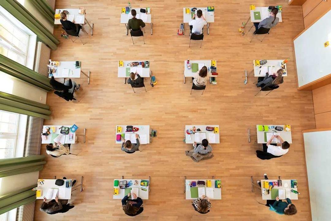 Getestete und ungetestete Abiturienten bekommen  getrennte Räume.    Foto: Sebastian Kahnert (dpa)