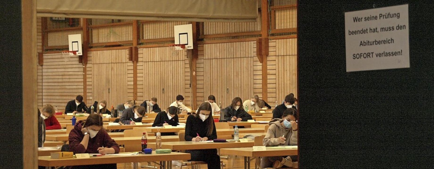 Auch am Kolleg haben die schriftlichen Abiturprüfungen begonnen.     Foto: Karin Stöckl-Steinebrunner